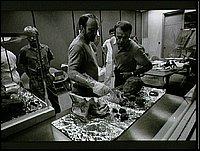 Scienziati della NASA al lavoro sui campioni riportati dalle missioni Apollo. Immagine della prima metà degli anni '70